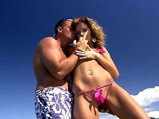 малышка, на пляже, красотка, бикини, минет, пара, член, пальцем, хардкор, Lauryn May,