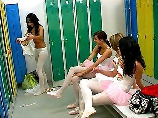 Bailarina, Na Sala De Aula , Dançando, Sexo Em Grupo , Lésbicas , Lingerie , No Vestiário , Música, Nylon , Orgy,